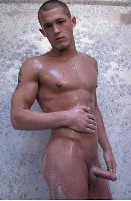 gaydreamblog gay naked guy in shower shows his big dick