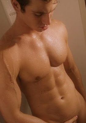 hunk, naked, sexy, shower, wet gaydreamblog gay guy hunk