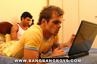 gaydreamblog gay bangbangboys sexy studs on bed with computer