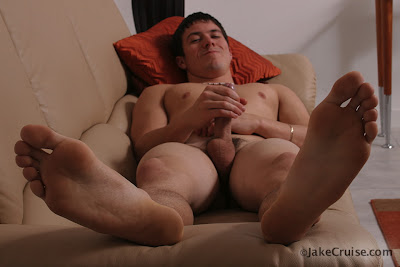 gaydreamblog gay hot stud muscle from jakecruis jerks off in shorts