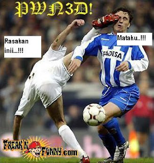 Gambar KOCAK di pertandingan SEPAKBOLA Funny_soccer_kick2