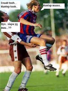 Gambar KOCAK di pertandingan SEPAKBOLA Gambar-foto-lucu-sepakbola32