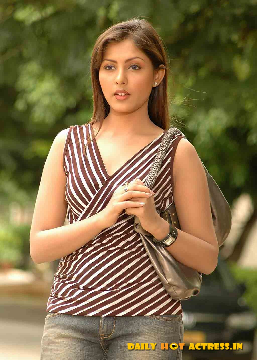 Madhu Shalini Nude Photos Top madhu shalini cute stills | tollywoodtolly