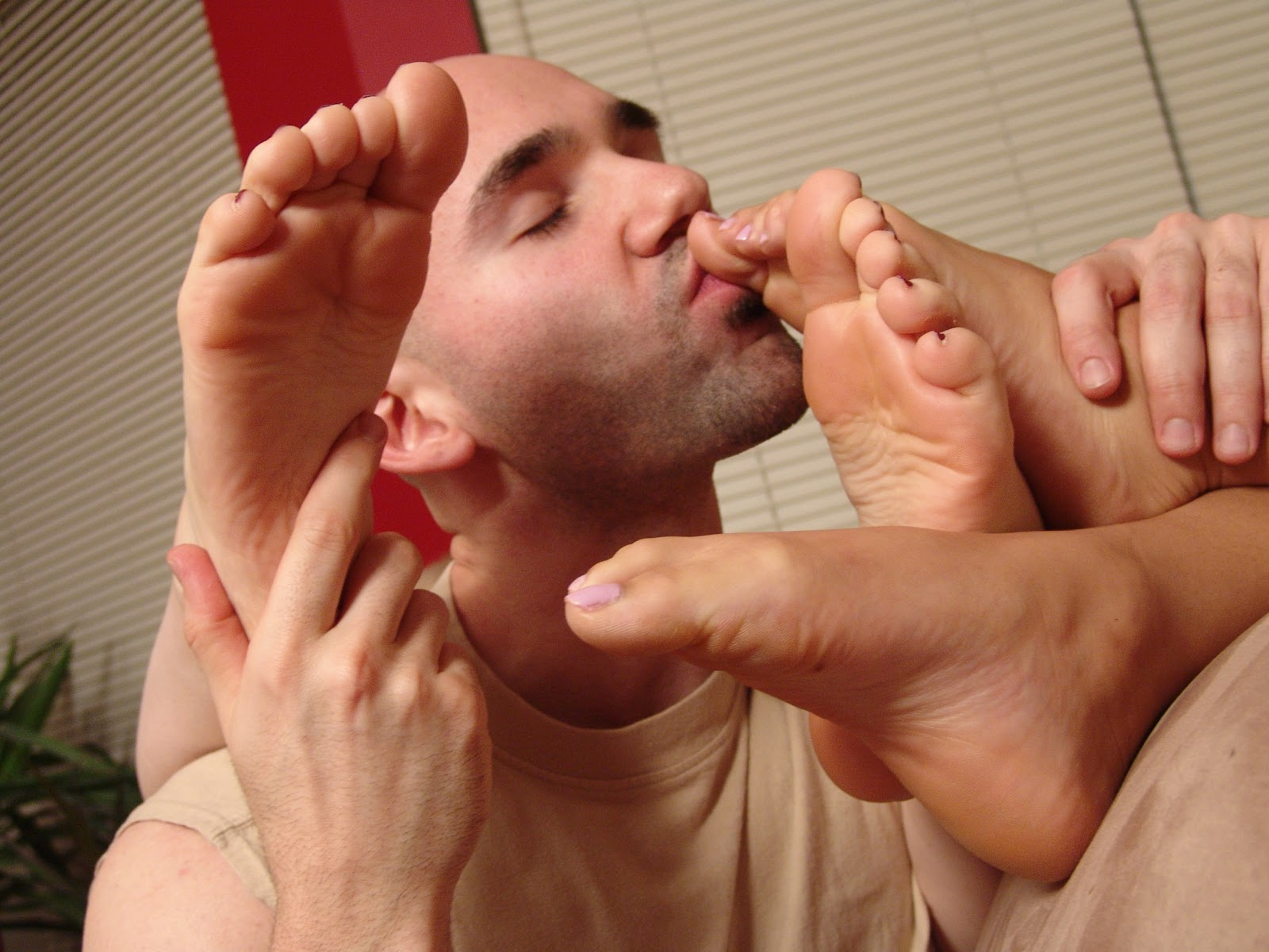 girl foot licking