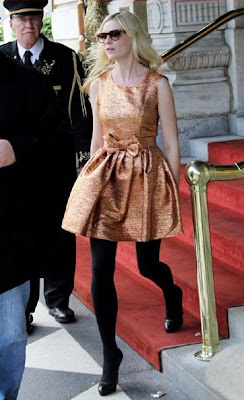 kirsten dunst bronz elbise