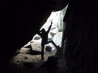 Entrada a la Cueva del Ave María desde su interior