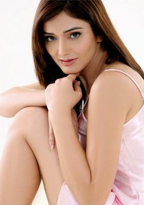Beautiful Actress Debutant Navina Pictures Navel Queens