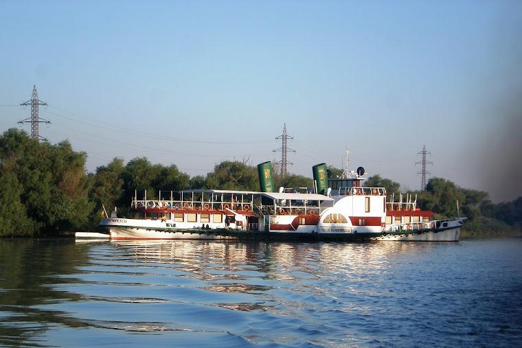 """Veteranul """"Tudor Vladimirescu"""", centenarul cu zbaturi, pe Dunărea Veche"""