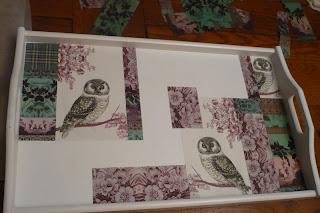 la caverne aux serviettes collage de serviettes sur du bois du fer ou du verre. Black Bedroom Furniture Sets. Home Design Ideas