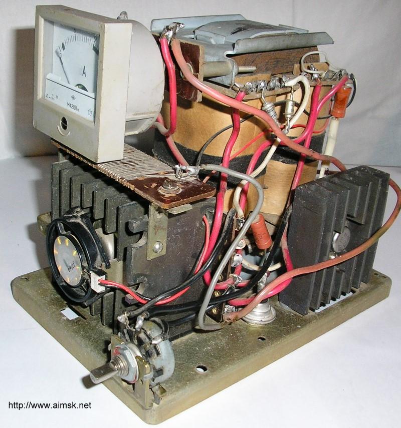 Умельцы из народа придумали множество способов, как сделать зарядные устройства для автомобильных аккумуляторов...