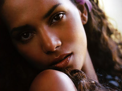 Halle Berry Wallpaper Gallery 05.jpg