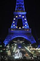 Tour Eiffel bleu Europe