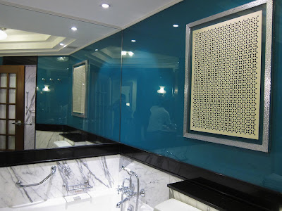 Turquoise and silver decor in the Amarvilas bathrooms