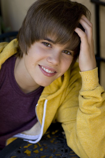justin bieber smiling with his new haircut. justin bieber beats up his