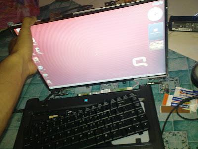 Tekan Bagian Belakang LCD