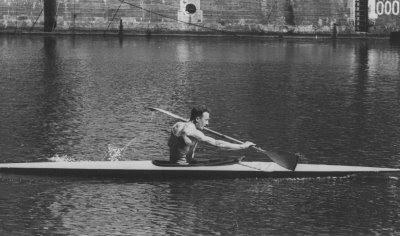 Jef Massy vaart in zijn kano