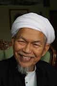 .: Tuan Guru Nik Abdul Aziz :.