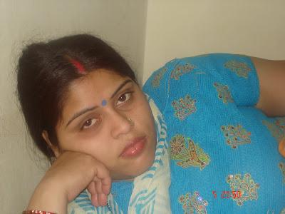 All Desi Asian Cutest Aunties: bhabhi in Library nicee