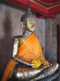 Phra Phut NiraRo Khuntarai