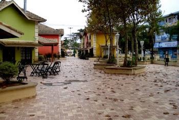 Praça de lazer no centro da cidade de Ribeirão Pires.