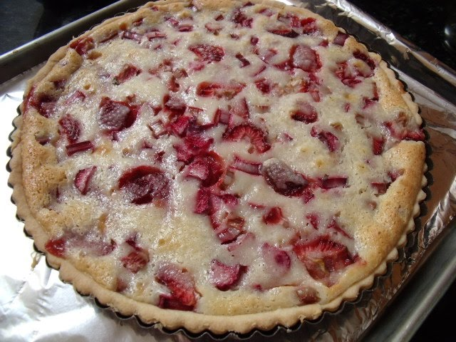 Celebration of Food: Rhubarb Sour Cream Pie