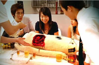 http://4.bp.blogspot.com/_DW3Bp12L7YI/SR2cwGgY5hI/AAAAAAAAQCU/ZlakkGi1jkI/s400/restoran-aneh.jpg