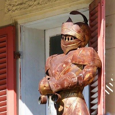 Ridder i skinnende rustning / Knight in rusty armor