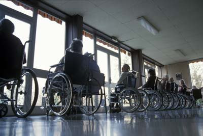 En række rullestole til parade