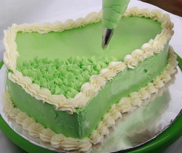Dekorasi Kue Menggunakan Butter Cream