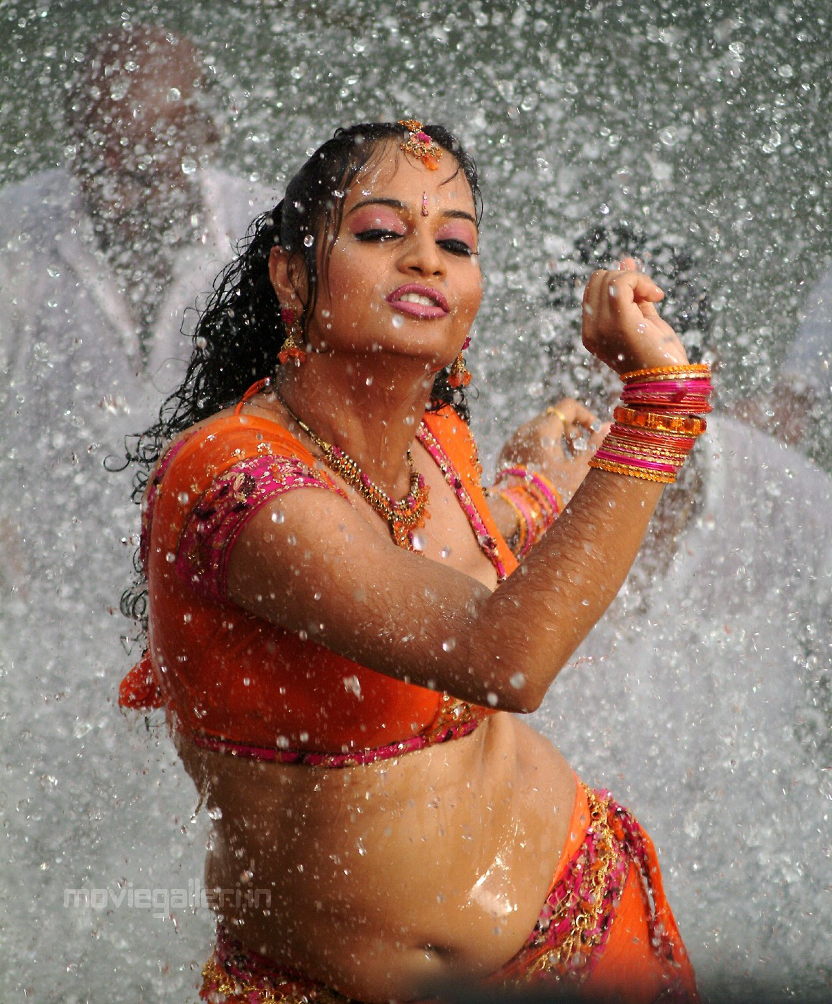 Suja latest hot wet stills suja hot wet photos suja hot pics