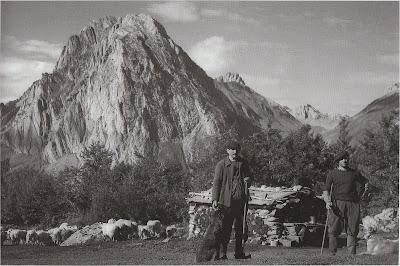 Bergers à l'Abérouat devant le Billare (photo Fernand LAVIGNE)