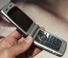 Michel utilise un téléphone portable