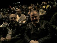 JBA e Piñero na platéia para assisitirem ao filme O Homem que virou suco