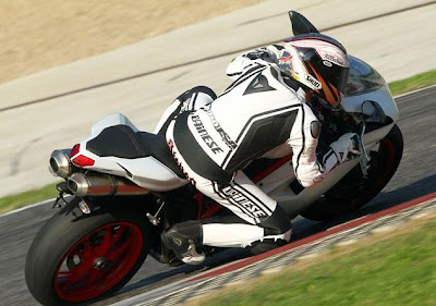 First Shot Ride 2011 Ducati 848 EVO Superbike