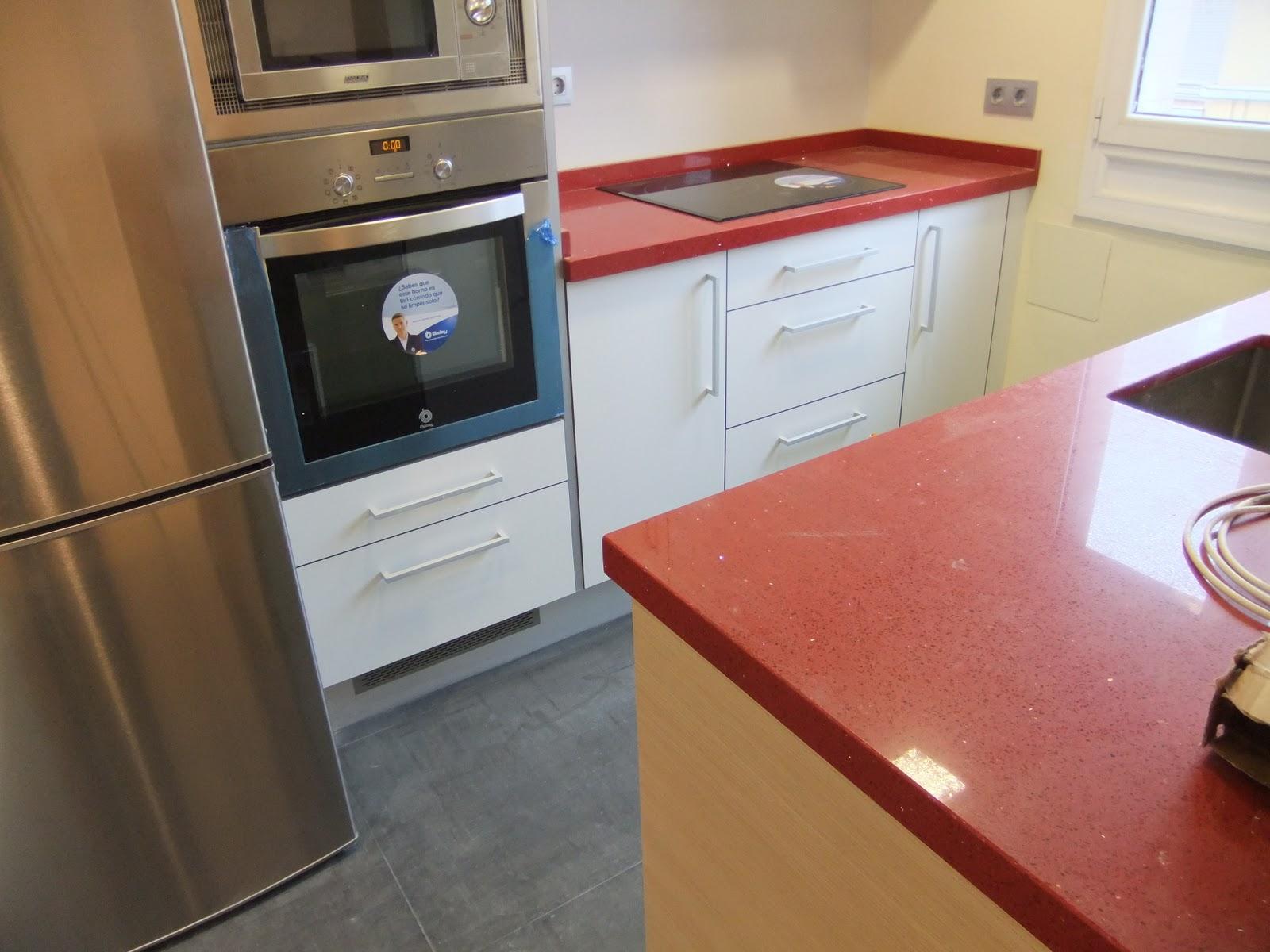 Interiorismo y decoracion lola torga peque o apartamento for Cocina unida a salon