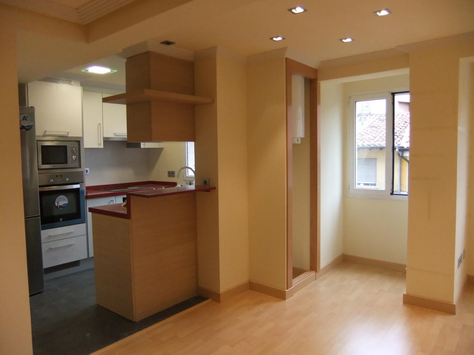 Interiorismo y decoracion lola torga peque o apartamento for Cocinas para pisos pequenos