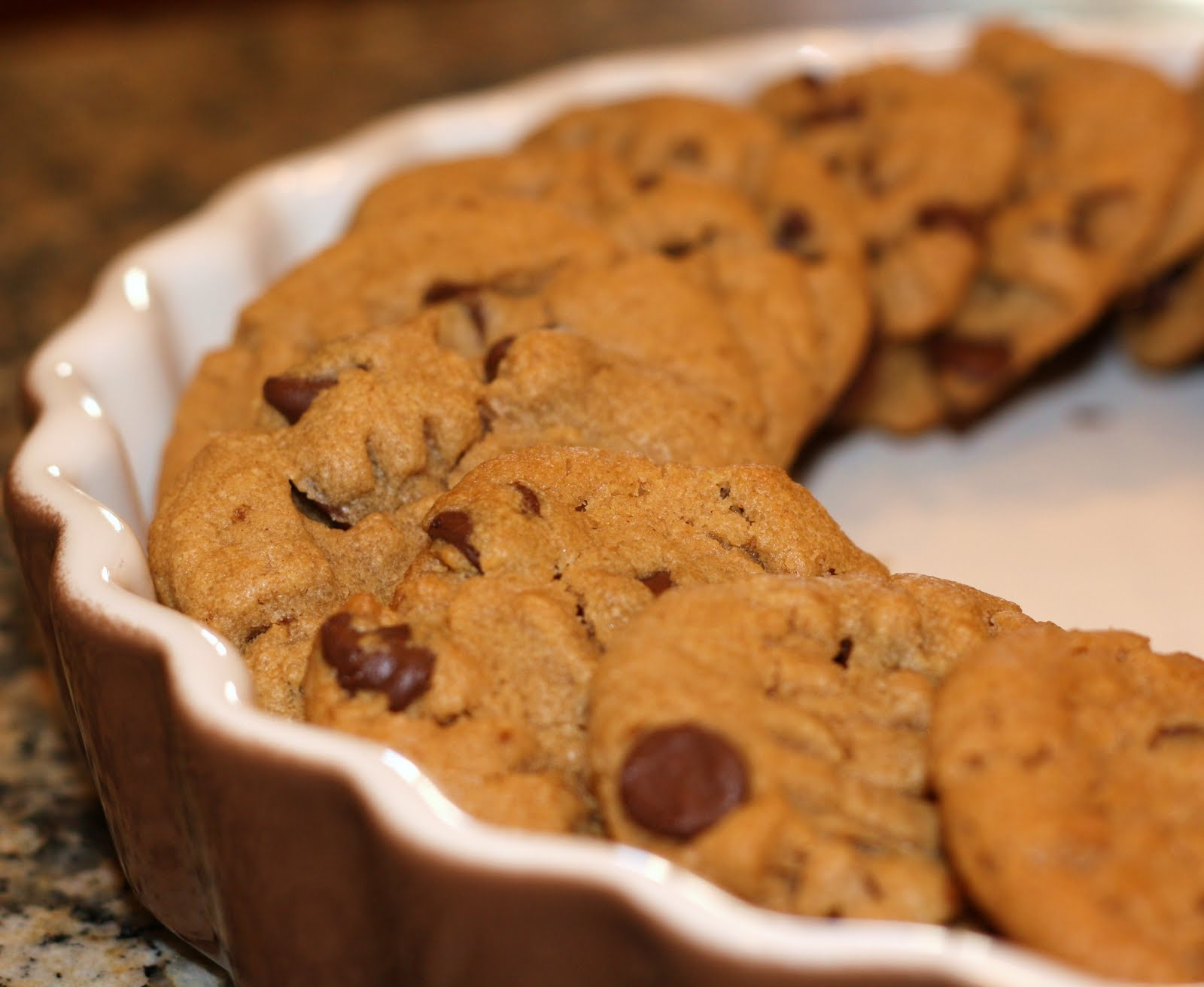 sunday sweets: peanut butter-chocolate chip cookies