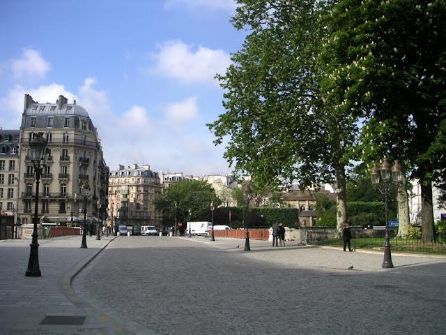 Paris, Place du Parvis Notre Dame