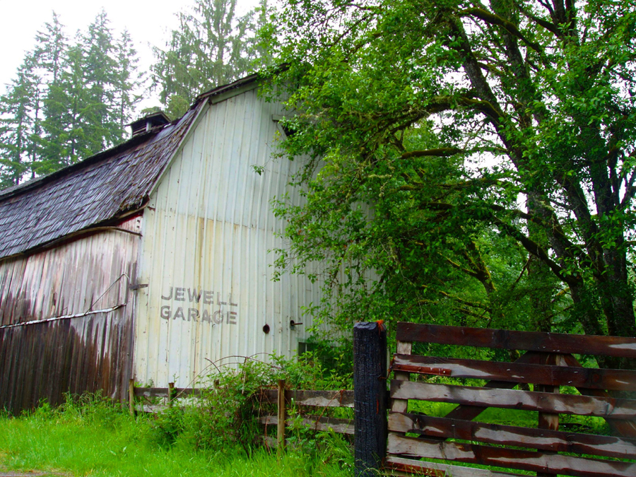 Garage or Barn in Jewell, Oregon