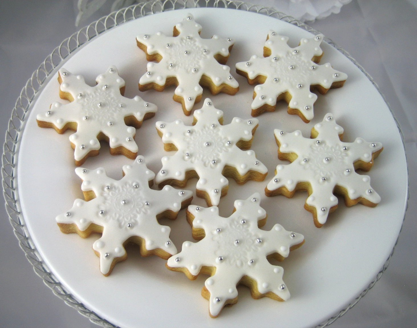 Bubble and Sweet: White Christmas snowflake decorated sugar cookies