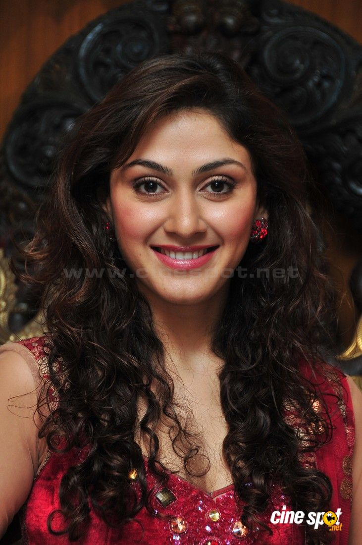 Manjari Fadnis Cute Photos