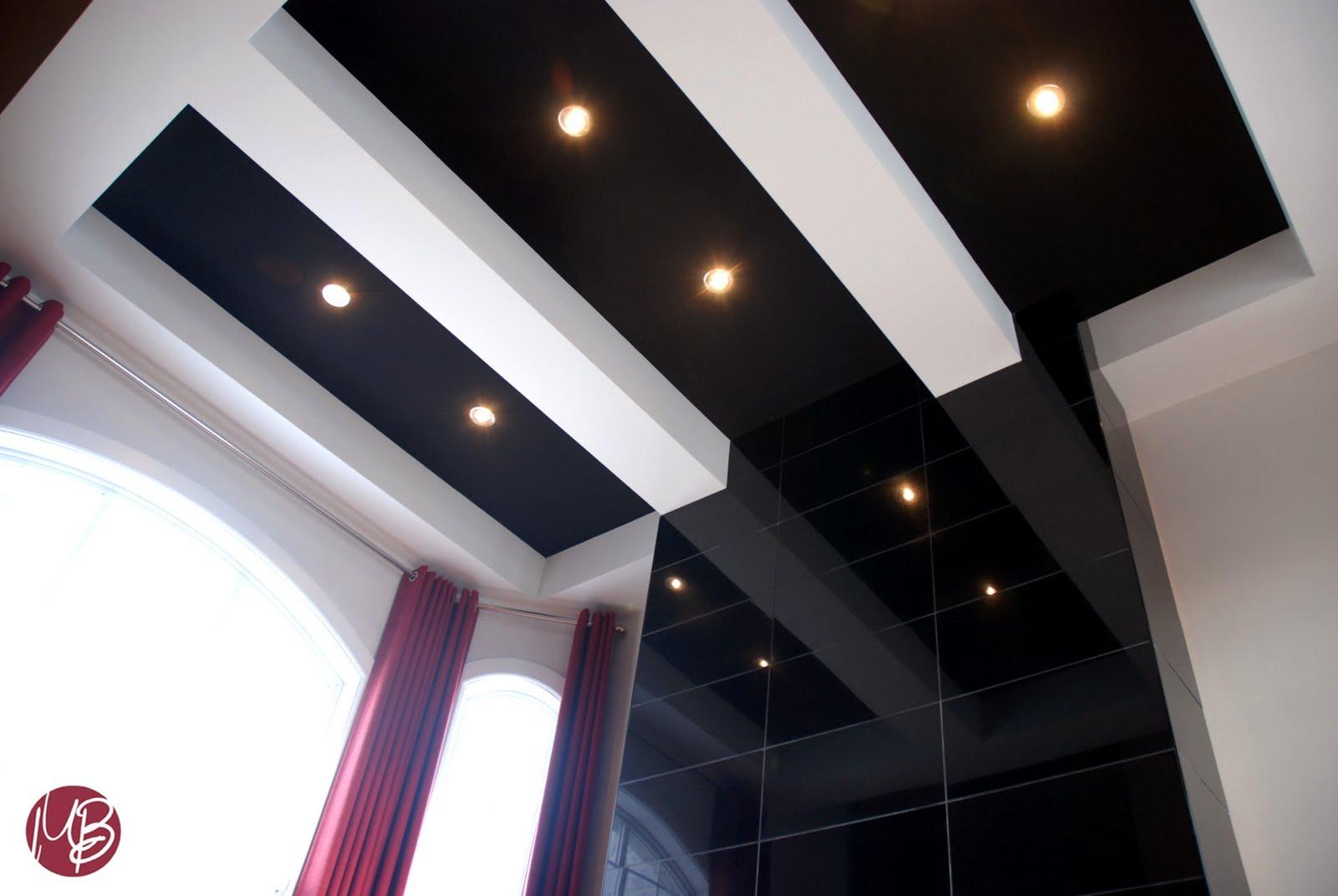 L 39 espace d co un foyer un plafond un salon for Fausses poutres pour plafond