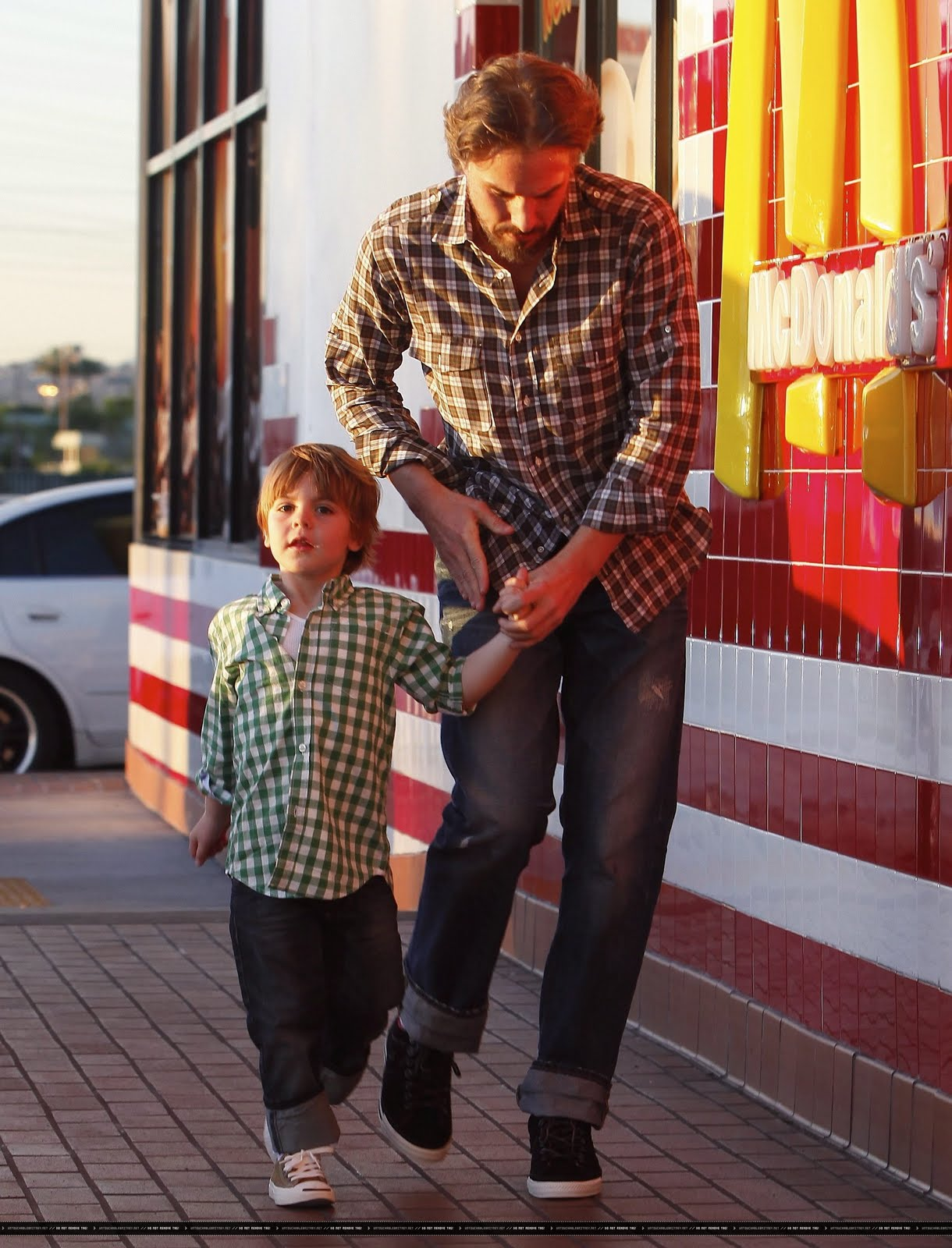 http://4.bp.blogspot.com/_Dc59ZW6xYYY/TTN1UupEM7I/AAAAAAAAD88/W5wxLAeWAeA/s1600/UTB_McDonalds_%25283%2529.jpg