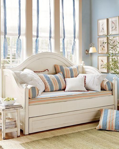 a seaside house daybeds og bilder