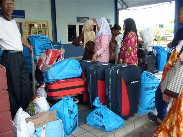perabih duik di Langkawi.Lokasi :jeti kuala perlis baru lepas loading barang dari feri.