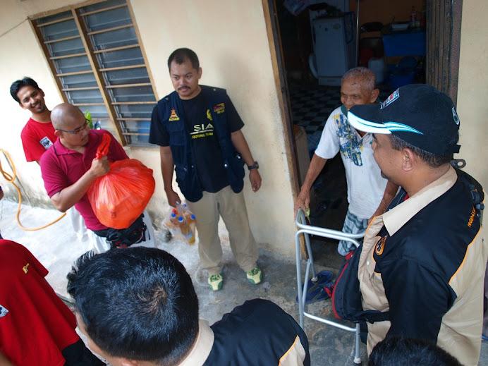 terlibat utk bantuan serta agihan zakat REDAH 4X4 dan PRADAS KL SELANGOR bertempat di Dengkil