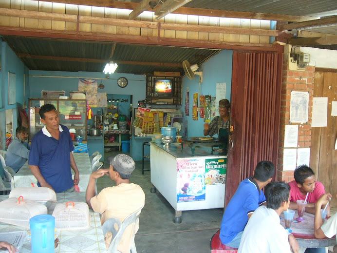 balik cuti hujung minggu banyak di habiskan di kedai makan bersama pelanggan2/penduduk2 kampung