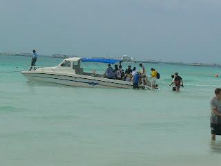 Imagini Filipine: debarcare pe plaja