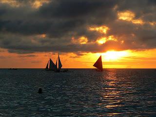 Apus de soare pe plaja in Filipine