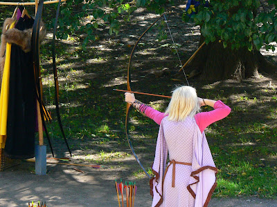Obiective turistice Estonia: orasul vechi Talinn, tir cu arcul mai sexy
